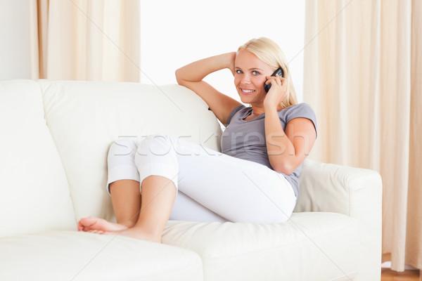 Mosolygó nő készít telefonbeszélgetés nappali telefon haj Stock fotó © wavebreak_media