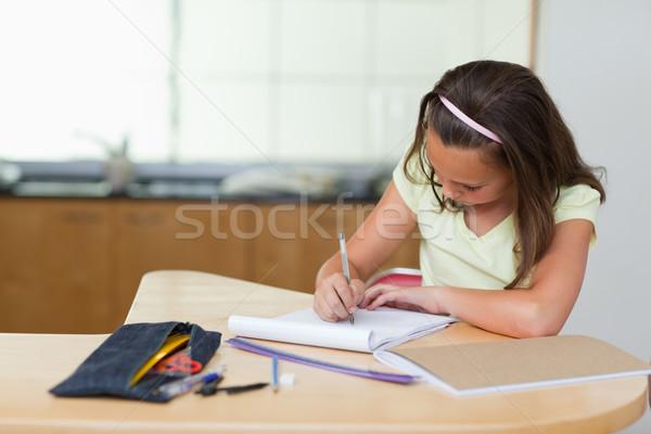 Lány házi feladat konyha iskola toll otthon Stock fotó © wavebreak_media