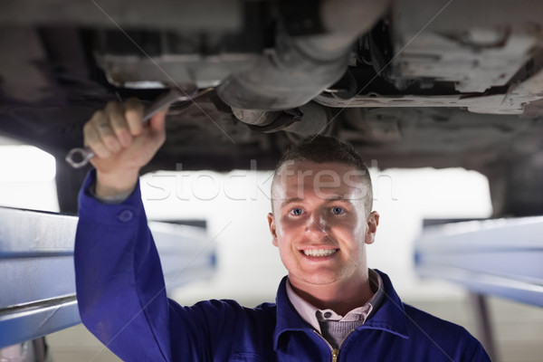 Uśmiechnięty mechanik samochodu klucz garaż Zdjęcia stock © wavebreak_media