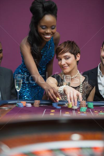 Két személy szórakozás kaszinó játszik rulett iszik Stock fotó © wavebreak_media