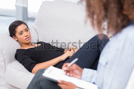 Frau Couch schauen glücklich Therapeut schwarz Stock foto © wavebreak_media