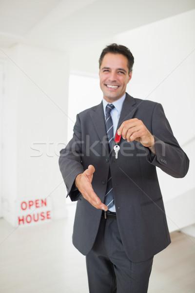 Imprenditore offrendo stretta di mano tasti ritratto Foto d'archivio © wavebreak_media