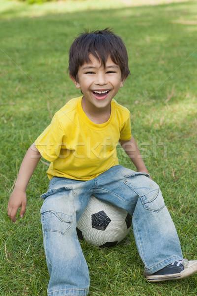 Cute weinig jongen vergadering voetbal park Stockfoto © wavebreak_media