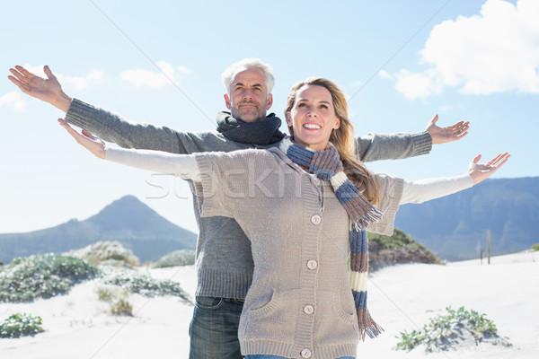 Gondtalan pár áll tengerpart meleg ruha fényes Stock fotó © wavebreak_media