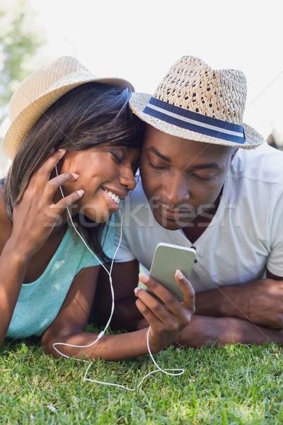 幸せ カップル 庭園 一緒に 音楽を聴く ストックフォト © wavebreak_media