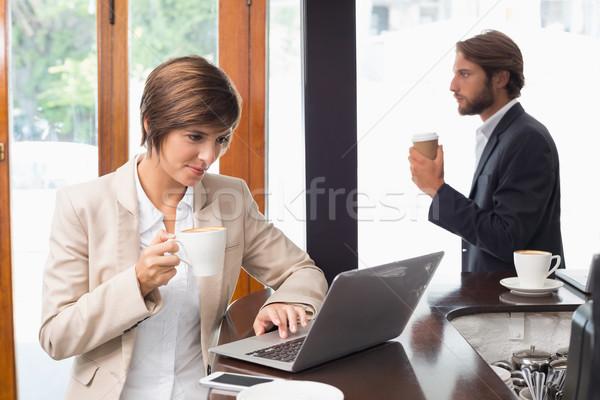 かなり 女性実業家 作業 ブレーク コーヒーショップ コンピュータ ストックフォト © wavebreak_media