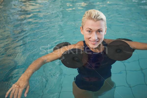 Feminino espuma halteres piscina Foto stock © wavebreak_media