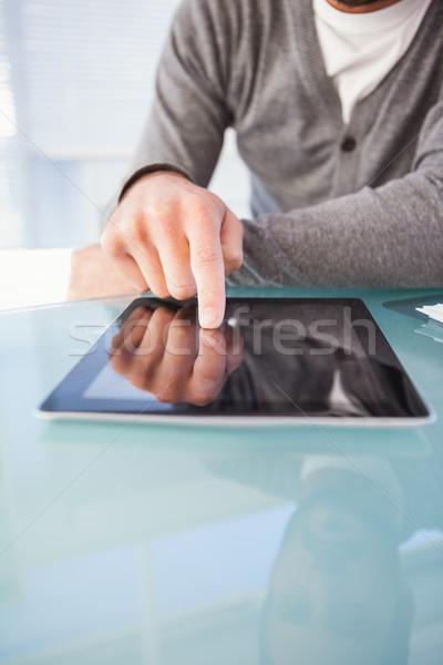 Középső rész üzletember digitális tabletta asztal iroda Stock fotó © wavebreak_media