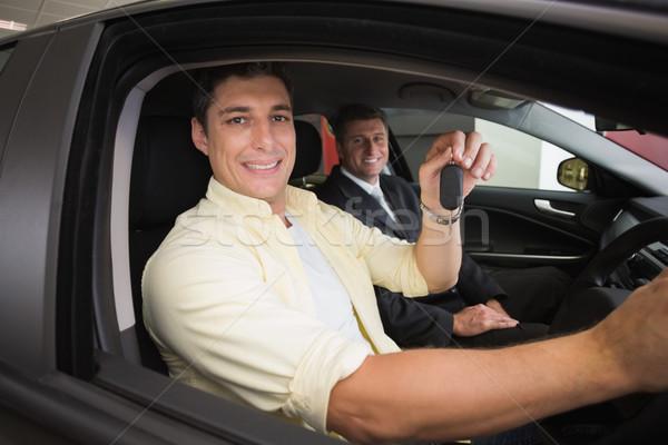 Feliz masculino motorista roda sessão carro Foto stock © wavebreak_media