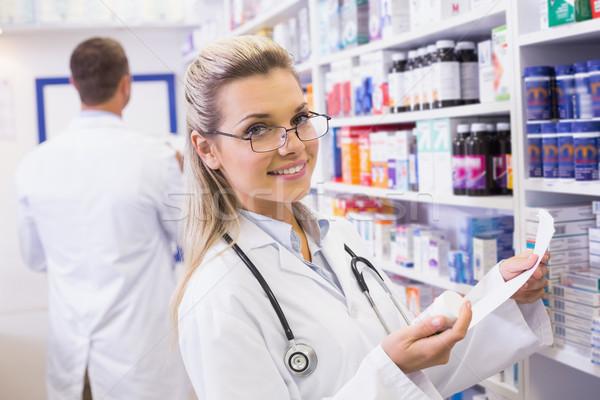 Farmacêutico medicina prateleira hospital farmácia Foto stock © wavebreak_media