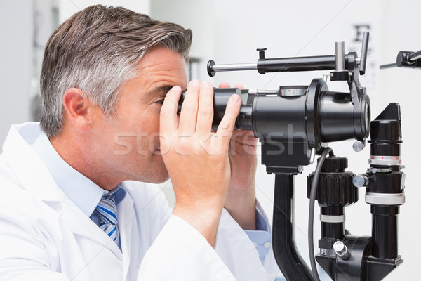 Optiker schauen optische Instrument medizinischen Büro Stock foto © wavebreak_media