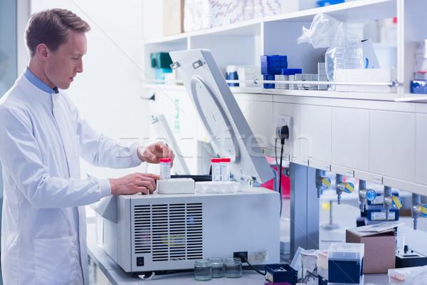 Koncentruje chemik eksperyment laboratorium medycznych szpitala Zdjęcia stock © wavebreak_media
