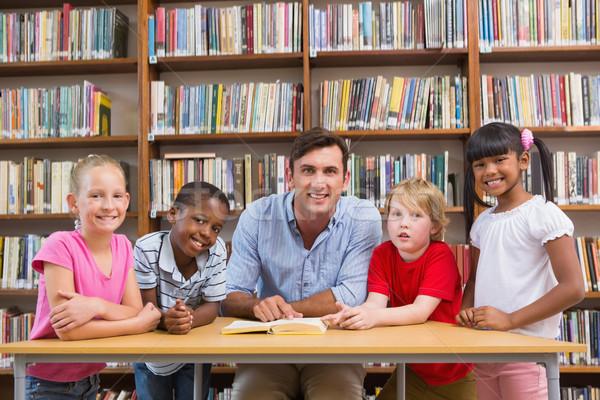 Stok fotoğraf: öğretmen · gülen · kamera · kütüphane