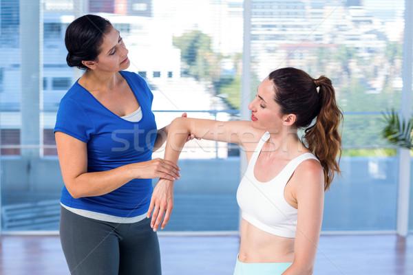 Terapeuta megvizsgál kar orvosi iroda kezek Stock fotó © wavebreak_media