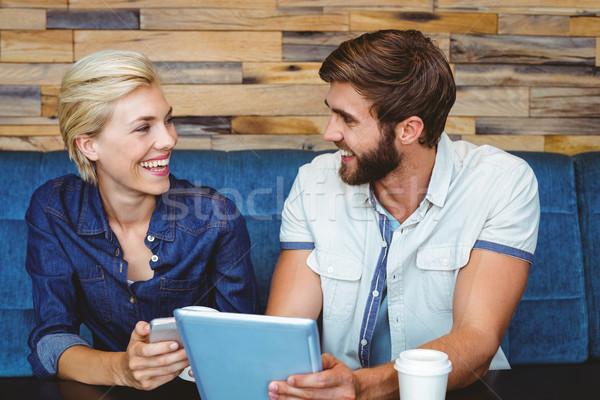Aranyos pár randevú néz fotók tabletta Stock fotó © wavebreak_media