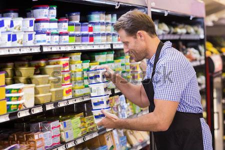Yakışıklı bakıyor ürün raf süpermarket iş Stok fotoğraf © wavebreak_media