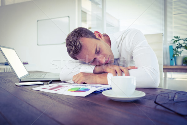 Kimerült üzletember alszik asztal iroda számítógép Stock fotó © wavebreak_media