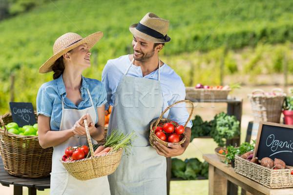 Stock foto: Glücklich · Paar · halten · frischem · Gemüse · Frau · Essen