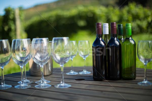 şişeler tablo ahşap masa telefon mutlu Stok fotoğraf © wavebreak_media