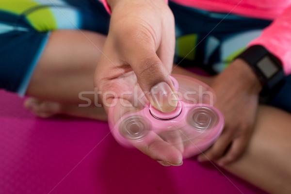 Meisje spelen vergadering hand achtergrond Stockfoto © wavebreak_media