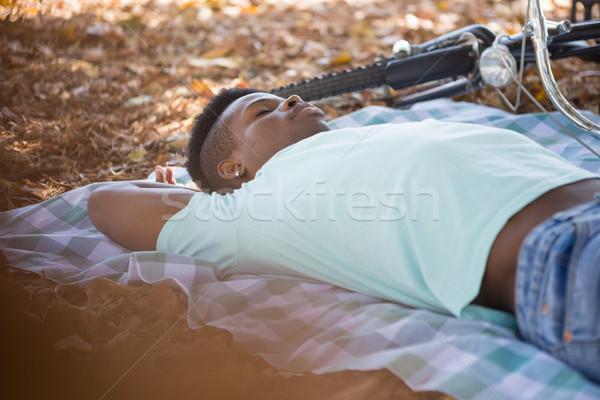 Homem adormecido toalha de piquenique moço arte preto Foto stock © wavebreak_media