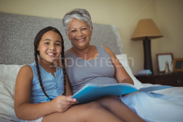 Avó neta cama quarto Foto stock © wavebreak_media