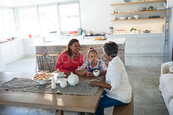 Feliz familia té mesa de comedor retrato casa Foto stock © wavebreak_media