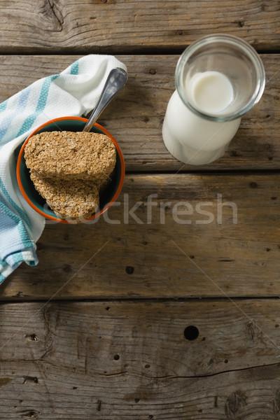 Granola bar leche servilleta mesa de madera libro Foto stock © wavebreak_media