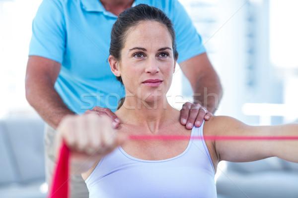 Zwangere vrouw oefening band gericht huis Stockfoto © wavebreak_media