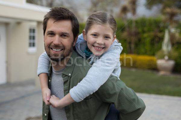 Fiatal lány háton kezek férfi boldog gyermek Stock fotó © wavebreak_media