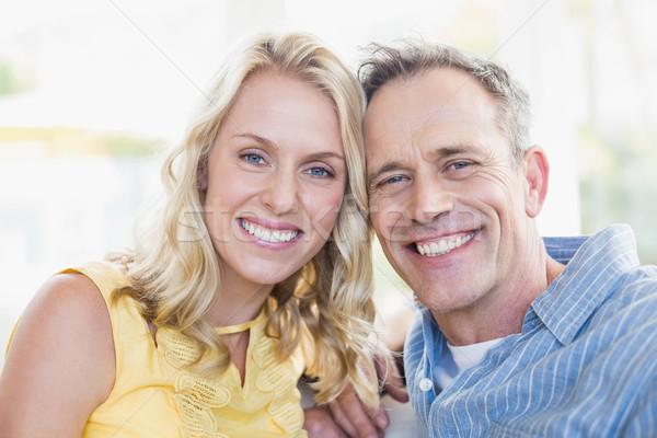 счастливым пару улыбаясь камеры гостиной женщину Сток-фото © wavebreak_media