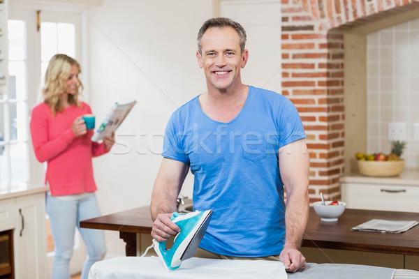 Homem esposa leitura notícia sala de estar Foto stock © wavebreak_media