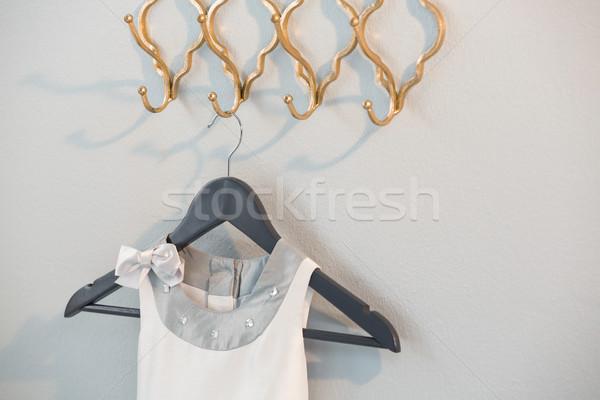 Vestir enforcamento gancho branco parede Foto stock © wavebreak_media