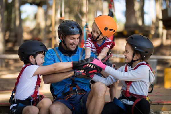 Instructeur kinderen hand park glimlachend Stockfoto © wavebreak_media