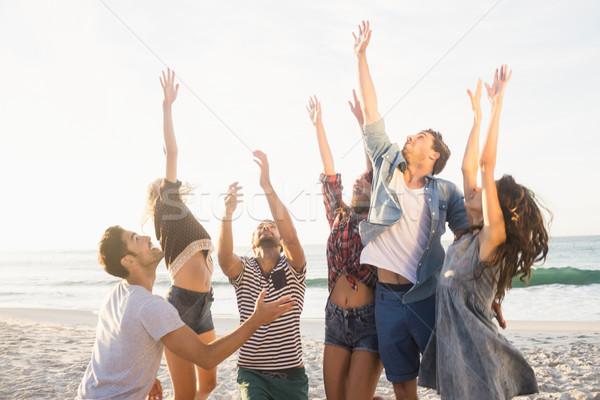 Gelukkig vrienden spelen strand volleybal water Stockfoto © wavebreak_media