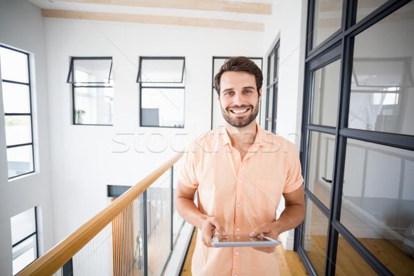 Homem digital comprimido retrato casa Foto stock © wavebreak_media