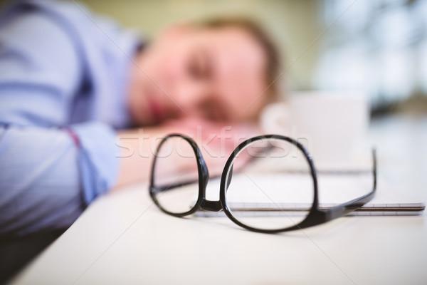 очки таблице сонный деловая женщина женщину Сток-фото © wavebreak_media