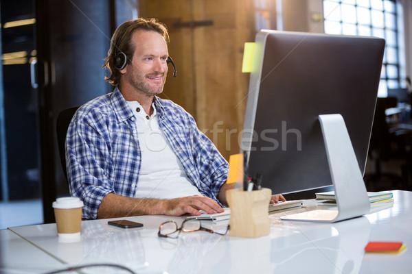 Zakenman glimlachend bureau creatieve kantoor Stockfoto © wavebreak_media
