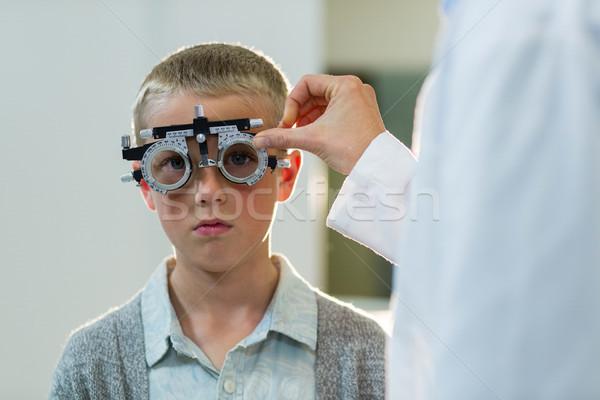 Optometrist onderzoeken jonge patiënt kliniek Stockfoto © wavebreak_media