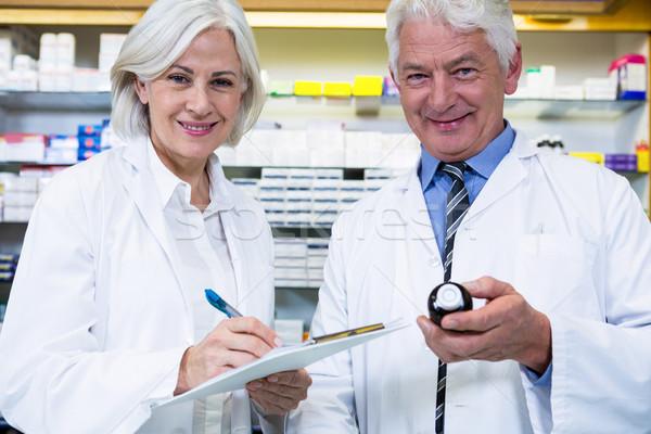 ír vényköteles gyógyszer portré gyógyszertár üzlet nő Stock fotó © wavebreak_media