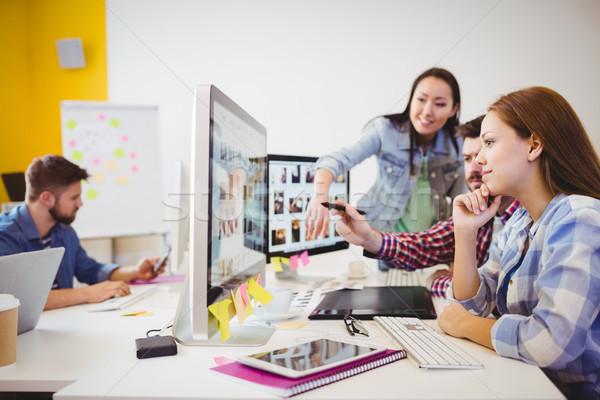 деловые люди рабочих компьютеры столе Creative служба Сток-фото © wavebreak_media