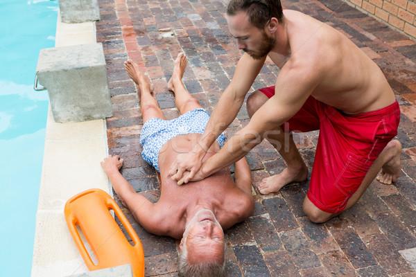 Badmeester borst bewusteloos senior man Stockfoto © wavebreak_media