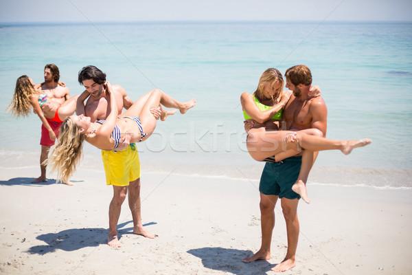 Mężczyzn kobiet stałego plaży wody Zdjęcia stock © wavebreak_media