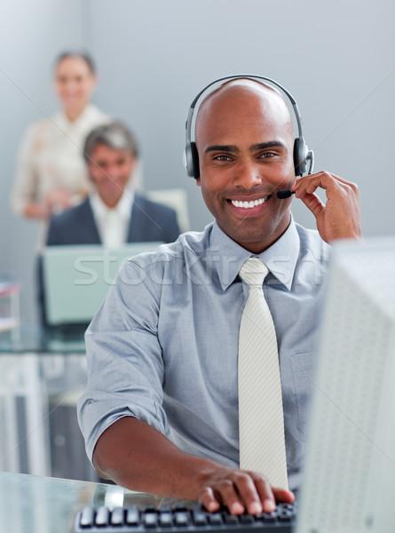 этнических бизнесмен рабочих компьютер гарнитура служба Сток-фото © wavebreak_media