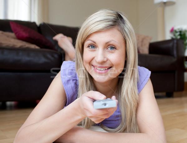 веселый женщину смотрят телевизор полу Жилье Сток-фото © wavebreak_media