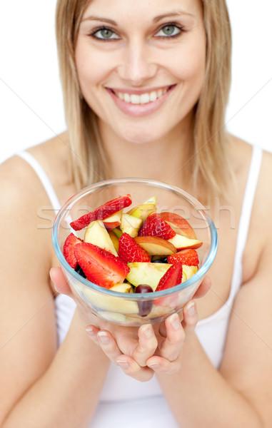 Foto stock: Feliz · mulher · salada · de · frutas · branco · comida