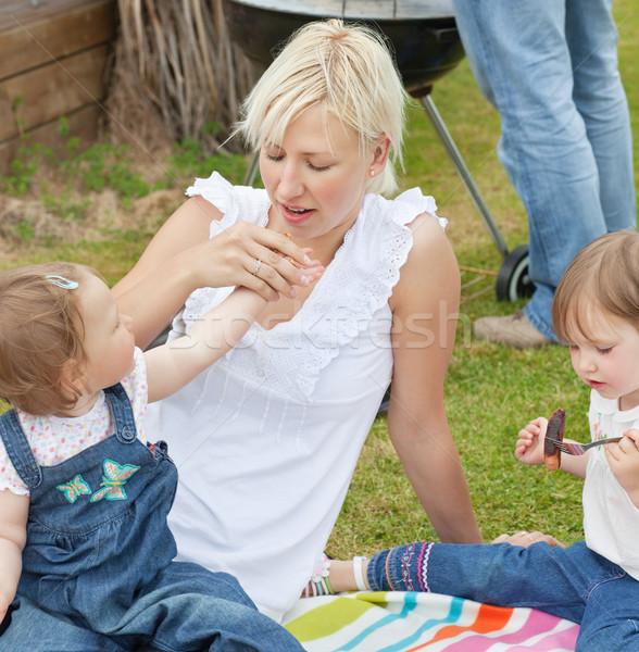 Foto stock: Família · alimentação · comida · jardim · sessão · menina