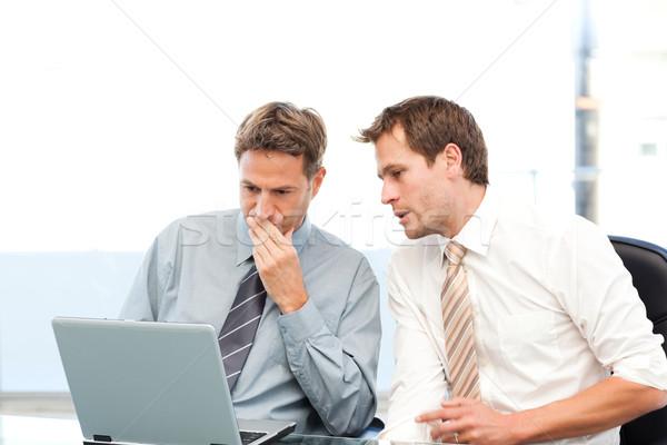 Kettő koncentrált üzletemberek együtt dolgozni laptop iroda Stock fotó © wavebreak_media