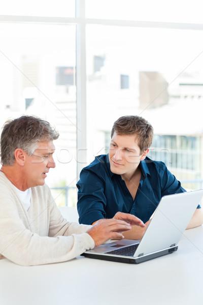 Kettő üzletember dolgozik laptop iroda számítógép Stock fotó © wavebreak_media