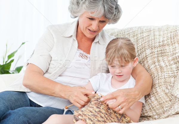 Foto stock: Avó · ajuda · little · girl · feliz · trabalhar · criança